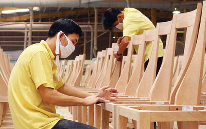 """Đồ nội thất làm từ gỗ Việt Nam đang """"thống trị"""" thị trường Mỹ"""