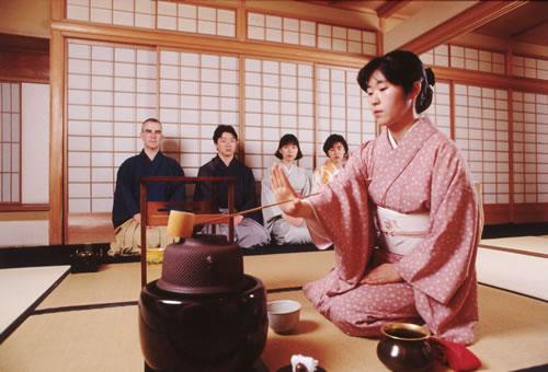 Tour du lịch ảo tại Nhật Bản bao gồm lớp học tìm hiểu về nghi lễ trà đạo tại xứ sở mặt trời mọc.