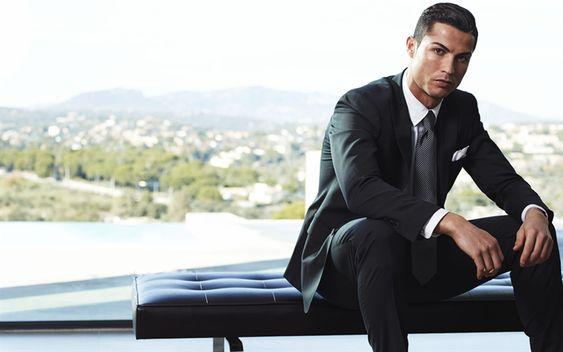 Cristiano Ronaldo trông thế nào khi diện Suit