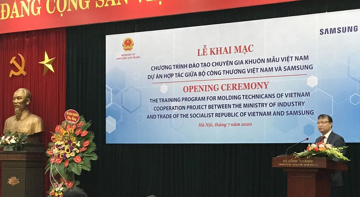 """Chương trình """"Đào tạo chuyên gia khuôn mẫu Việt Nam"""" hợp tác giữa Bộ Công thương Việt Nam và Samsung diễn ra vào hồi tháng 7 năm ngoái."""