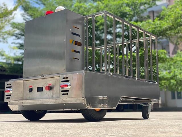 Robot vận chuyển do Trường Đại học Lạc Hồng cùng Công ty trách nhiệm hữu hạn viễn thông Chí Thanh chế tạo.