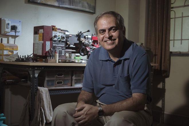 Manoj Deshmukh, nghệ nhân kiêm ông chủ của thương hiệu bút máy thủ công Fosfor