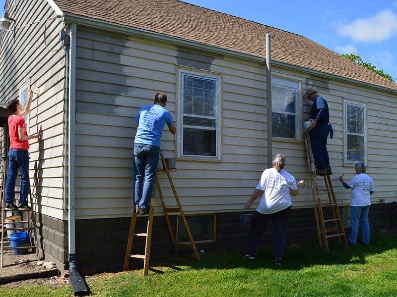 Do thời gian giãn cách vì dịch bệnh diễn ra lâu, nhiều người đã tự sửa sang lại nhà cửa của mình.