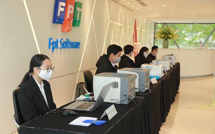 FPT chuyển dịch từ Công ty cung cấp dịch vụ công nghệ thông tin thành Tập đoàn cung cấp giải pháp chuyển đổi số toàn diện.
