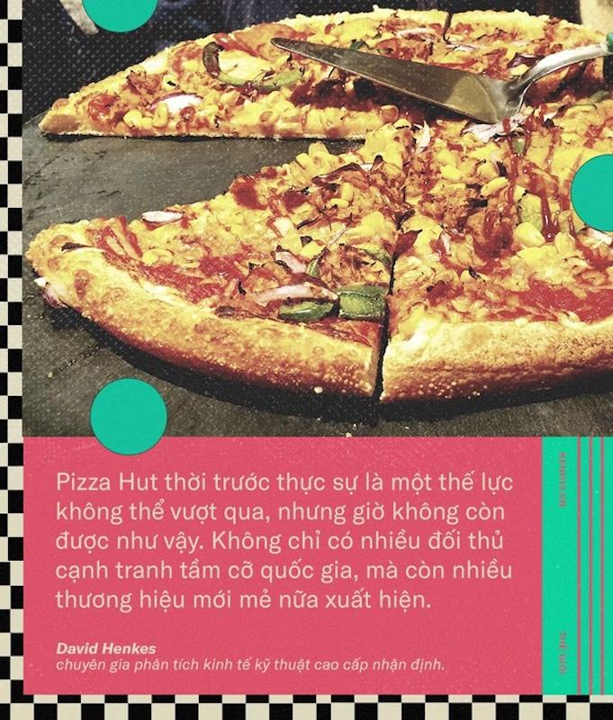 Cuộc chiến pizza ấy xoay quanh 4 cái tên: Pizza Hut, Domino's, Little Caesars và Papa John's. Tất cả đều chớp cơ hội để đưa ra những dịch vụ mới, nhằm thu hút khách hàng về với mình.