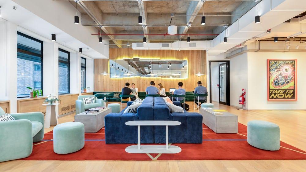 """Không chỉ vậy, WeWork còn hướng đến những đối tượng người lao động làm việc từ xa hoàn toàn với dịch vụ kiểu """"Uber for offices""""."""