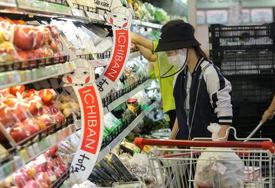 Người dân yên tâm mua sắm mùa dịch vì các siêu thị đã có những dịch vụ hỗ trợ này