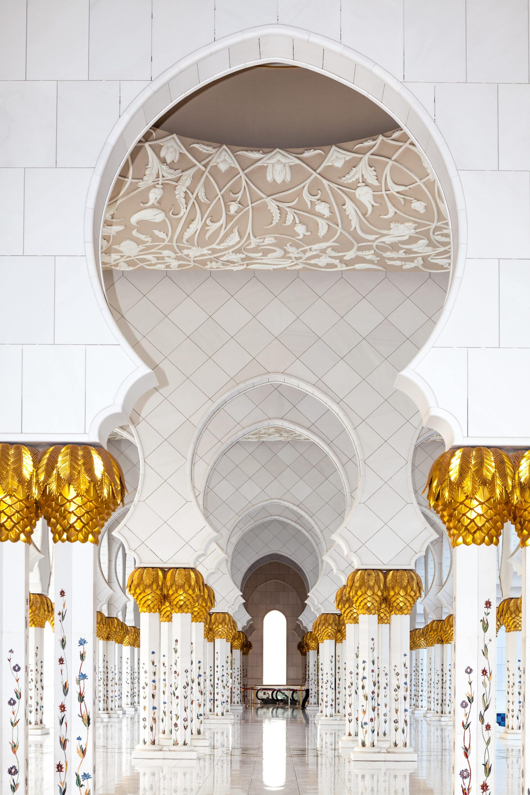 Interiors of the Sheikh Zayed Grand Mosque i