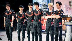 FPX vítězí na Worlds, turnaj se příští rok vrátí do Číny