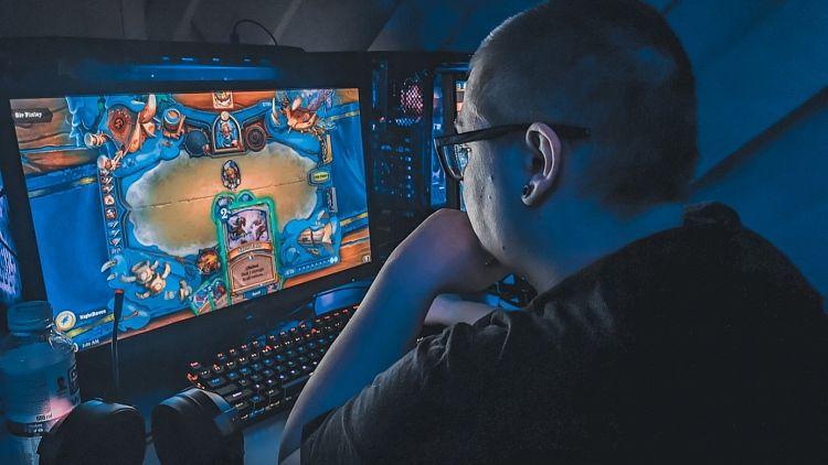Výbava pro hráče počítačových her – podle čeho vybrat počítačové doplňky, stůl nebo křeslo?
