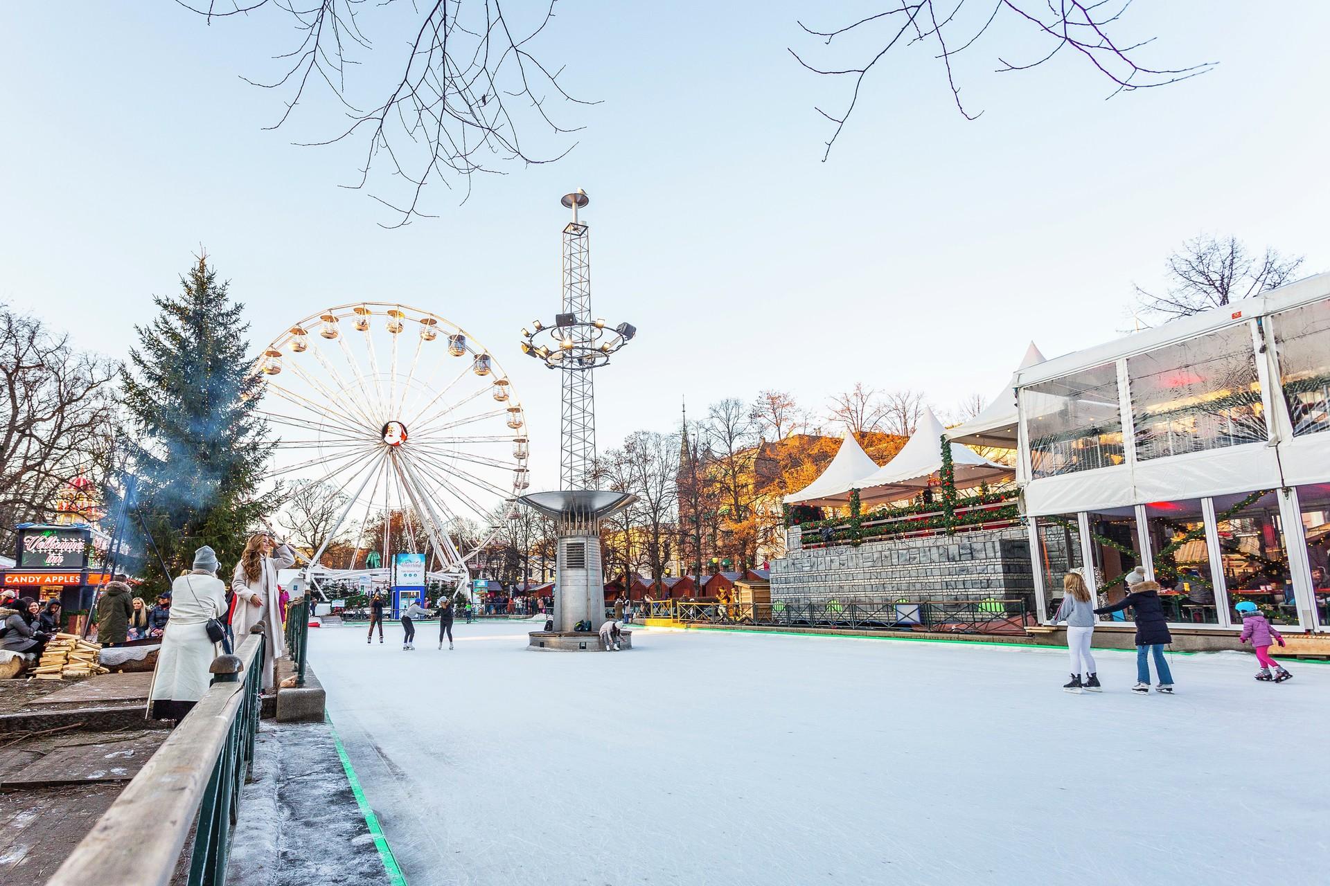 Ferris Wheel in snowy Oslo Christmas market