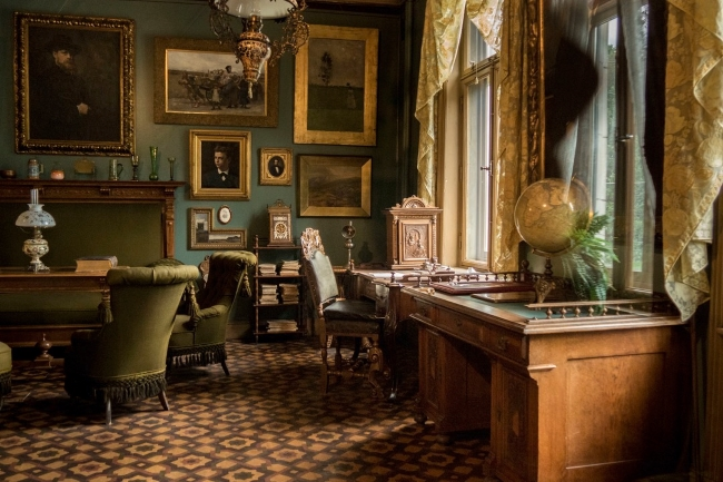 Green and gold decor in Henrik Ibsen's office in the Ibsen Museum