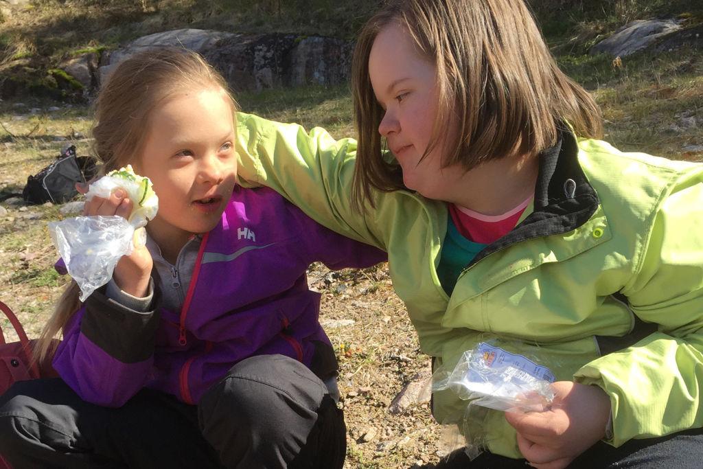 Henni Virtasen ja Matilda Stormin evästauko. kuva: Riikka Manninen