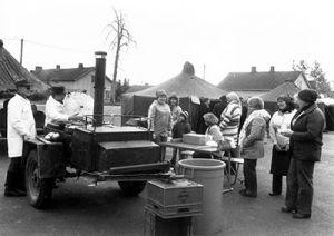 Sodankylässä myytiin kahdessa tunnissa 400 litraa hernekeittoa, kun paikallinen yhdistys tempaisi vammaisten vuonna 1981.