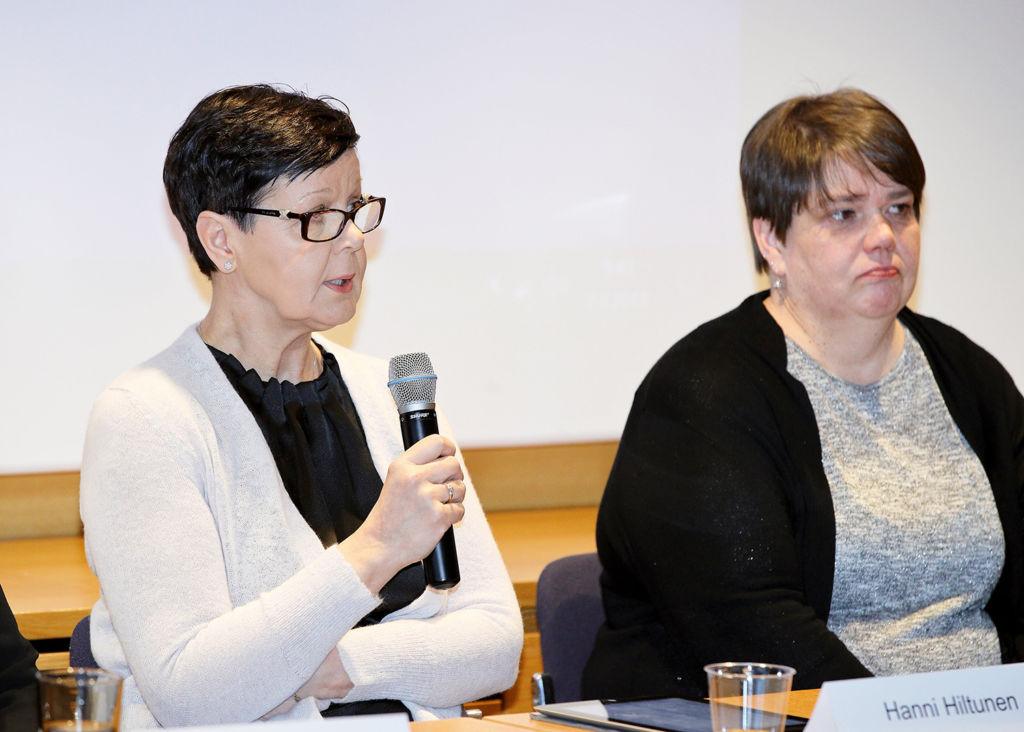 Hanni Hiltunen (vas.) ja Oili Nurmi. Kuva Mikko Käkelä.