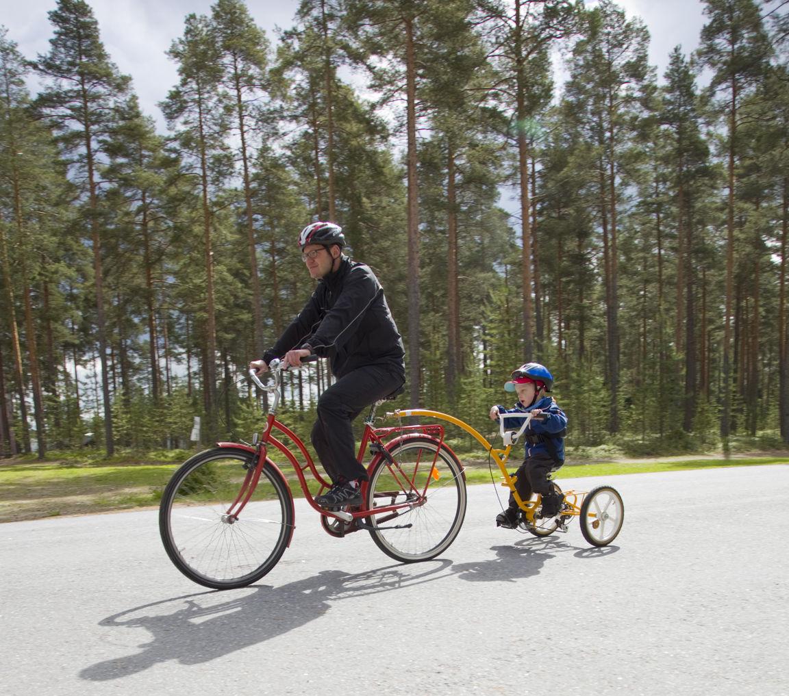 Malikkeen Liikkeelle-lomalla Kuortaneen urheiluopistolla vuonna 2015 pyöräiltiin vauhdikkaasti erityispyöräratkaisujen avulla. Kuva: Janne Ruotsalainen.