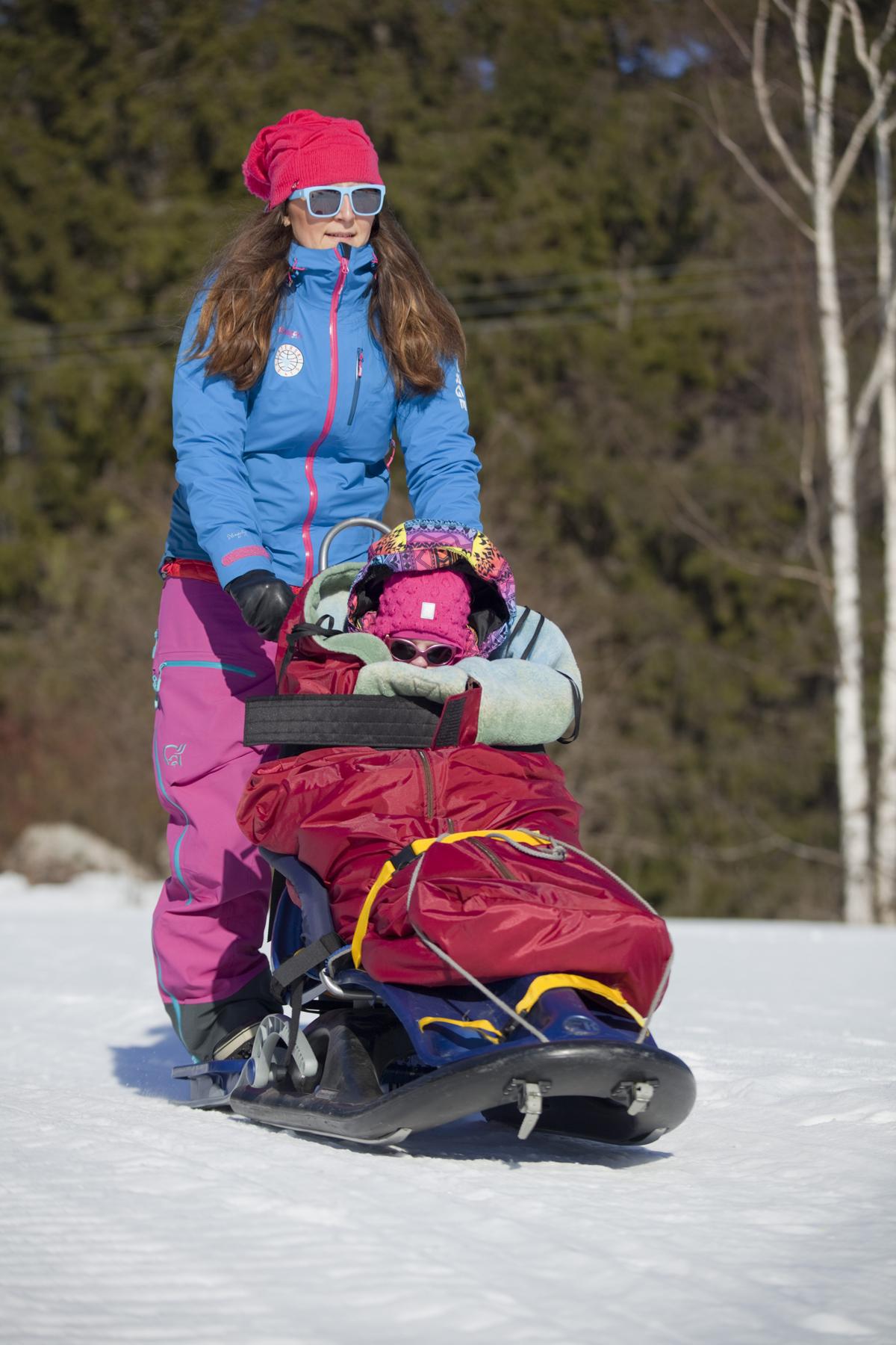 Lämpimien vaatteiden lisäksi lämpöpussit varmistavat mukavan ulkoilukokemuksen pakkaspäivänä. Kuva: Janne Ruotsalainen