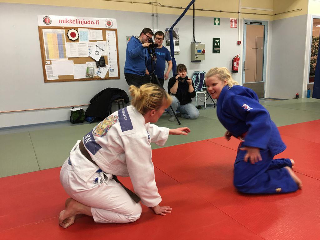 Tiimi kuvaa judoharrastajia.