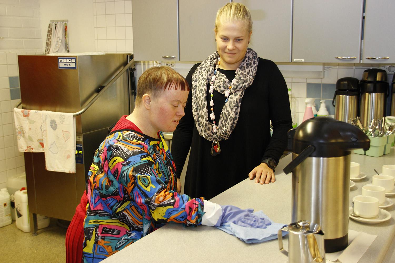 Marjo Savinainen ja Elisa Nappa.