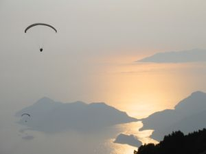 Oludeniz, Fethiye is a major paraglider destination