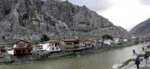 Amasya houses along Yesilirmak