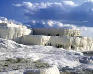 The unique and magical landscape of Pamukkale (cotton castle)