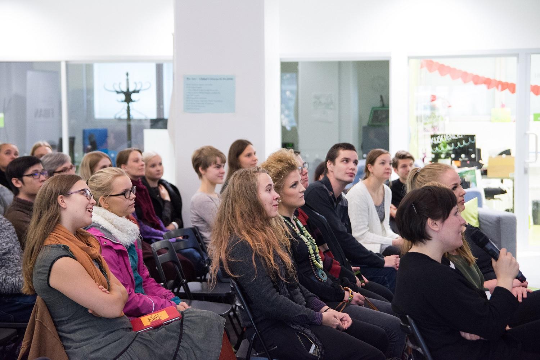 Osallistujat kuuntelivat keskittyneesti Signmarkia Kuva: Sara Malve-Ahlroth