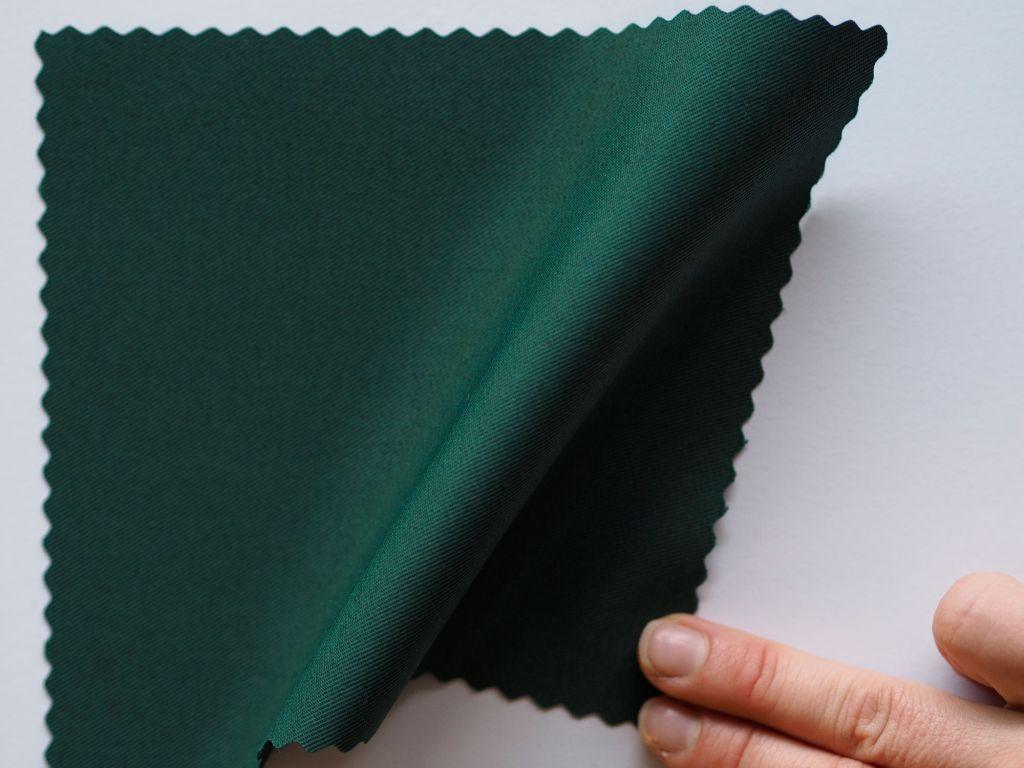 Pala vihreää kangasta