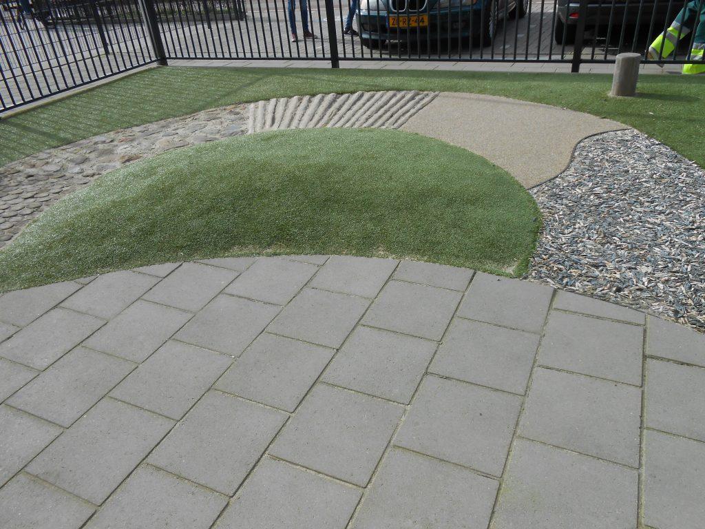 Kasviseinä voidaan toteuttaa helposti ja halvalla. Kevään tulleen istutuksia voidaan tehdä yhdessä puiston käyttäjien kanssa. Värien ja tuoksujen huomioimisen lisäksi istutuksina voi olla myös syötäviä lajikkeita.