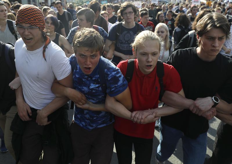 魯斯濱/俄羅斯8年來最大反政府抗爭怎麼來?從世足賽與年金改革談起_(攝影/AP Photo/Pavel Golovkin/達志影像)