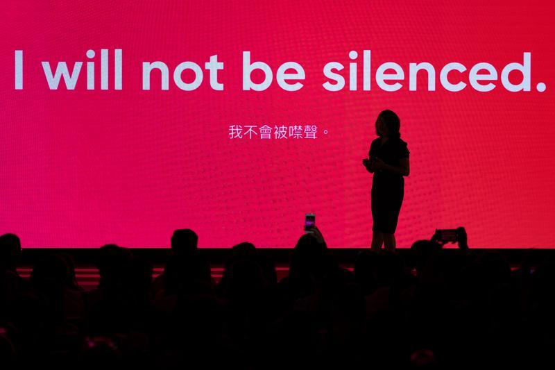 無懼緬甸政府抹黑跟蹤、死亡威脅,普立茲獎得主Esther Htusan:只要可以,我會一直報導下去。(攝影/陳曉威)