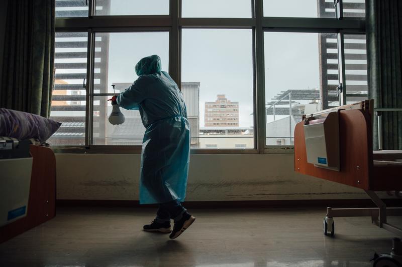 林文源/中醫共存邏輯的啟發:台灣能否打破焦土戰略式的抗疫想像?(攝影/余志偉)