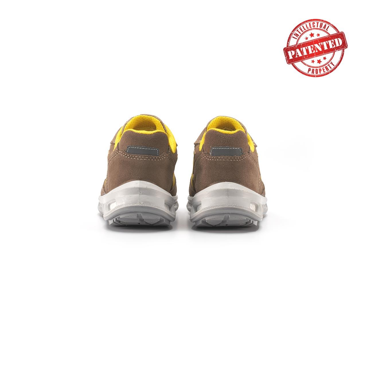paio di scarpe antinfortunistiche upower modello adventure linea redlion vista retro