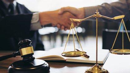Resolución de casos derecho online