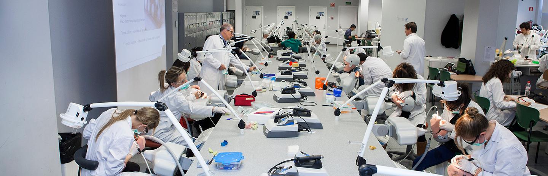 Laboratorio de simuladores Odontología preclínica Universidad Europea de Madrid