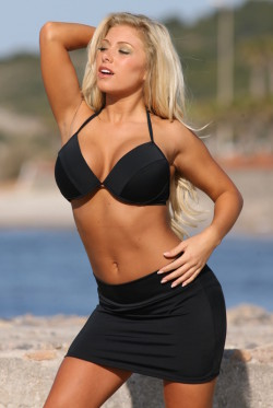 Black Skirted Underwire Swimsuit