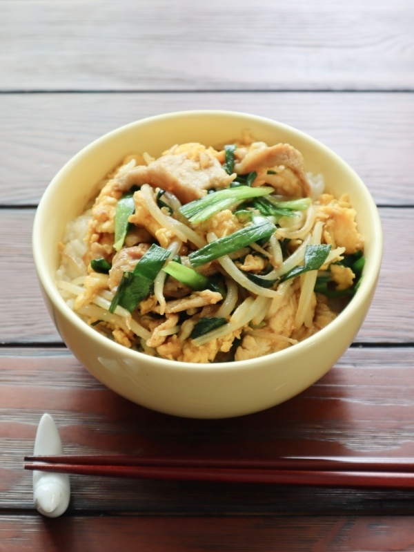Curry Flavored Chives & Egg Donburi