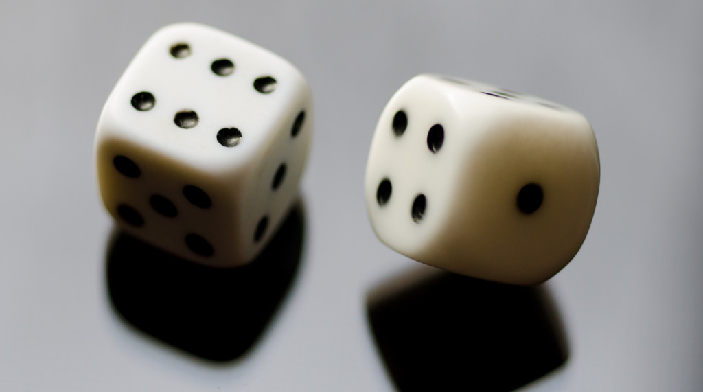 Drawdown or annuity? Rolling with the risks