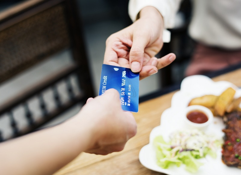 Cashless UK may come too soon, experts warn