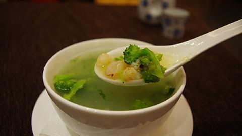 Brokoli, karkaleca, qepë të njoma