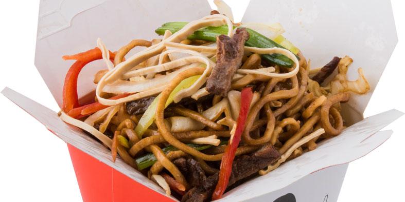 Noodles, mish viçi, tofu, qepë, salcë oyster