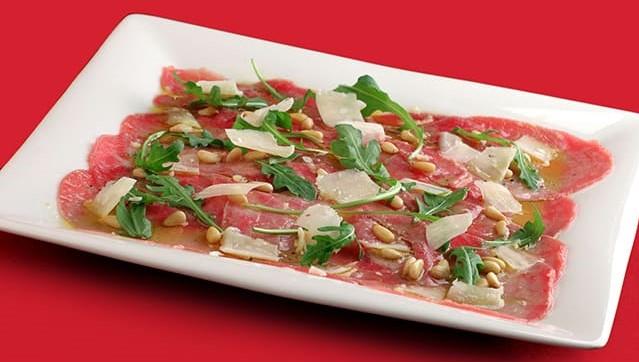 Fileto viçi e marinuar me erëza, açeto balsamike, grana padano