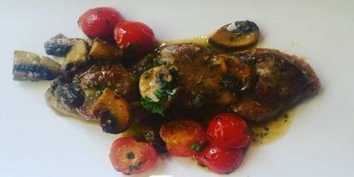 Fileto viçi, kërpudha, pomodorini, erëza