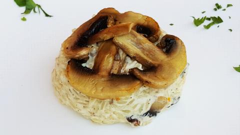 Rizoto e gatuar ne pana dhe kërpudhë