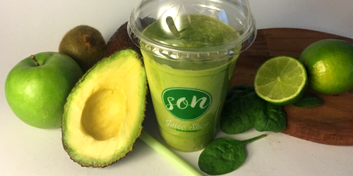 Smoothie avokado, spinaq, kiwi, molle jeshile, lime small