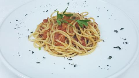 Spaghetti me domate, borzilok
