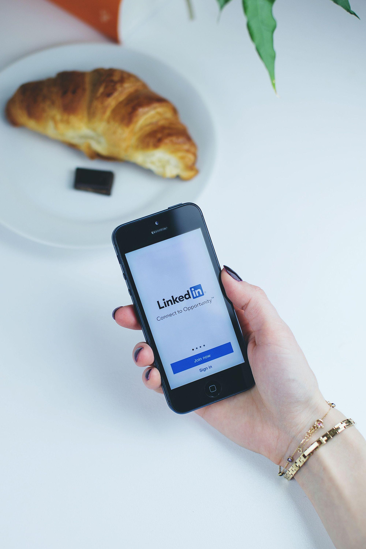 Inspirez-vous de Tinder pour être plus efficace sur LinkedIn !