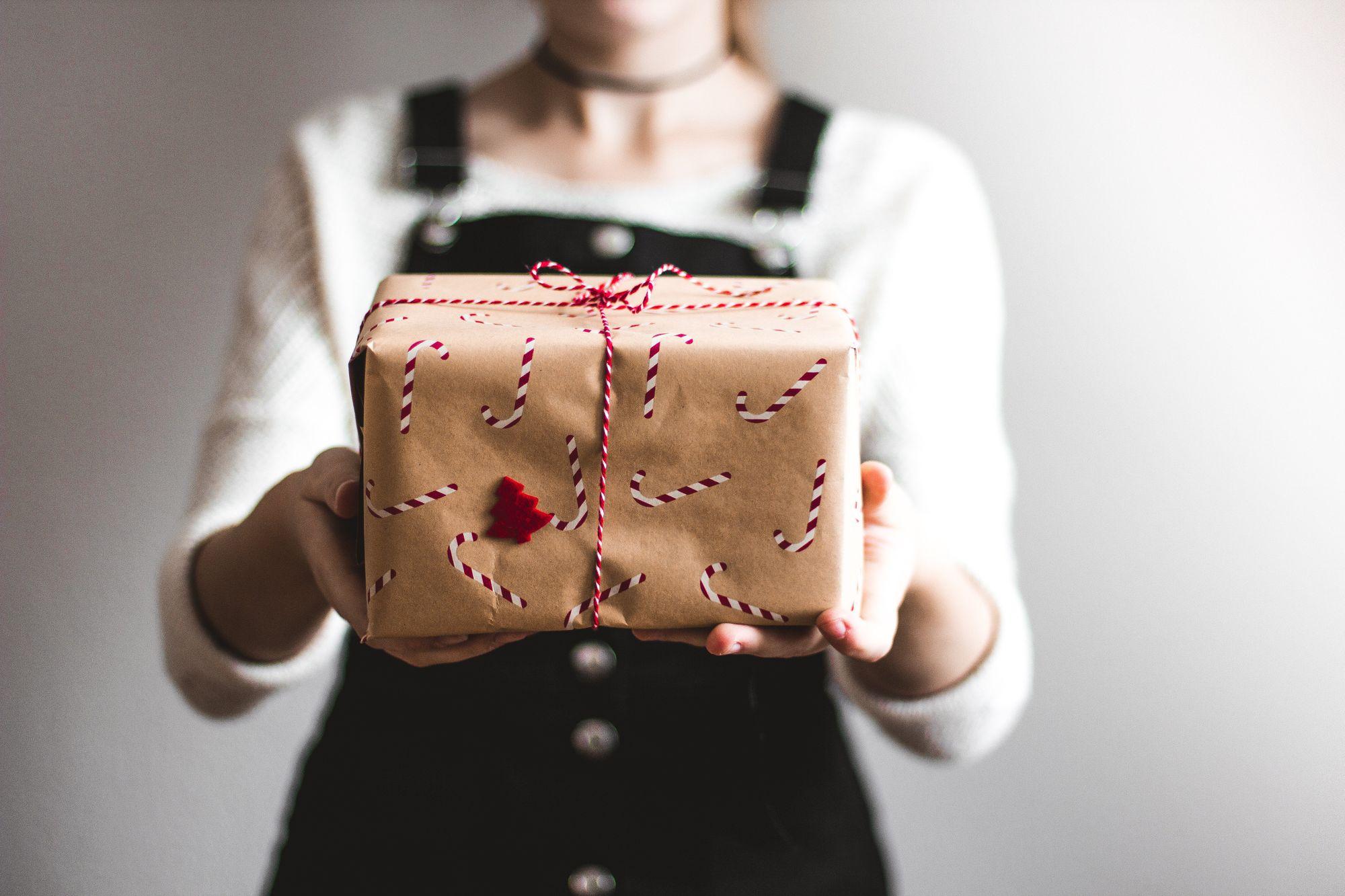 Cadeaux clients : les idées incontournables pour sécuriser votre relation client