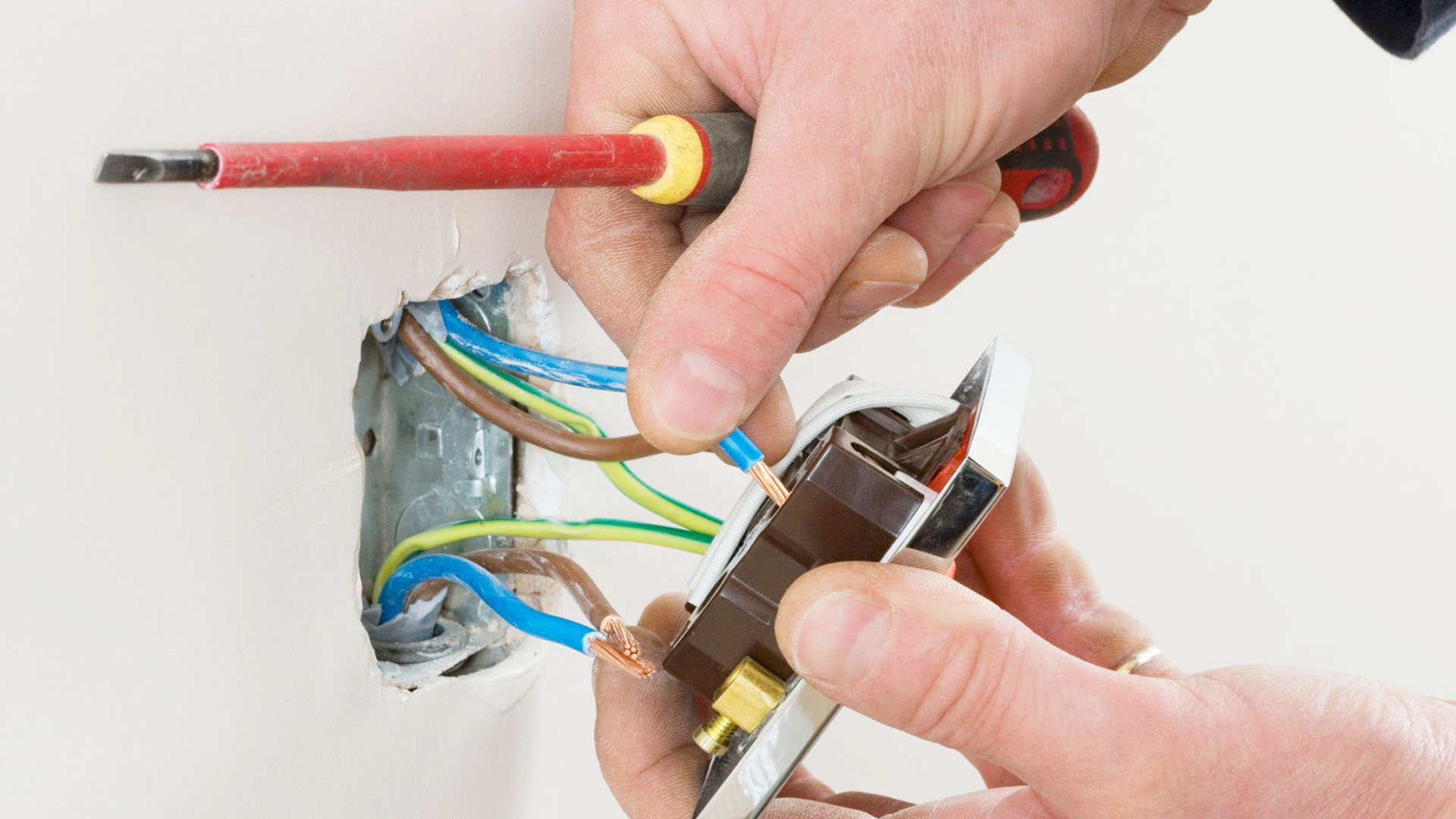 How to proceed in Electrical Outlet Work Needs To Be Done in Same Outlets?