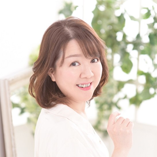 maki is a voice over actor